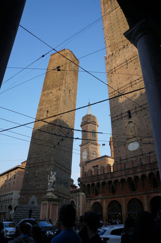 街中で傾いてる!?ボローニャの斜塔