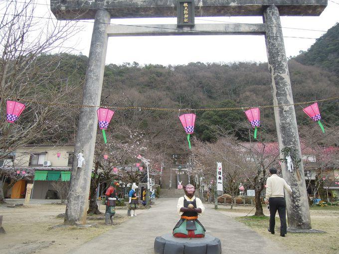 歩いていくにはちょっと大変だけど、行ってみる価値ありの桃太郎神社