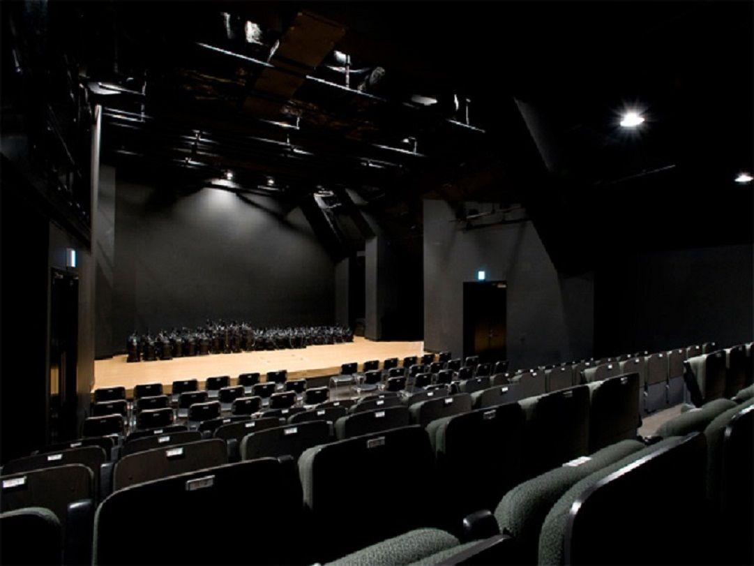 天上が高く窮屈さを感じさせない劇場「テアトルBONBON」