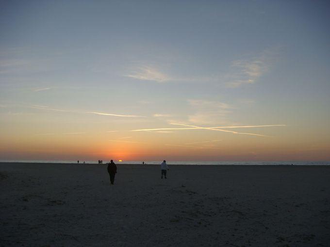 メキシコ湾に静かに沈む息をのむような美しいサンセット