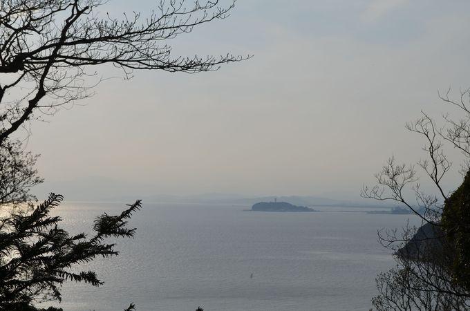 古墳からの望む「江ノ島」