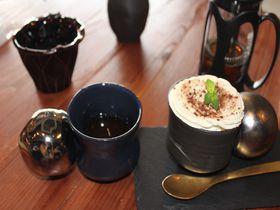 さとうきびが味の決め手!沖縄初のBean to Bar「タイムレスチョコレート」で極上ティータイム