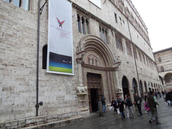 町一番の大きな美術館、国立ウンブリア絵画館へ