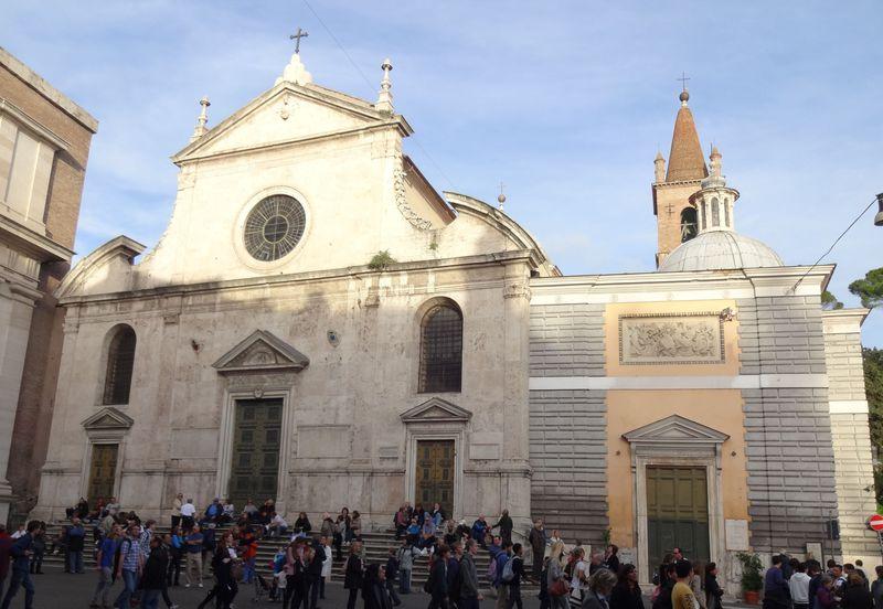 「聖パウロの改宗」、「聖ペテロの磔刑」を所蔵!サンタ・マリア・デル・ポポロ教会