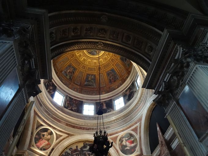 美しいモザイク画に礼拝堂…サンタ・マリア・デル・ポポロ教会