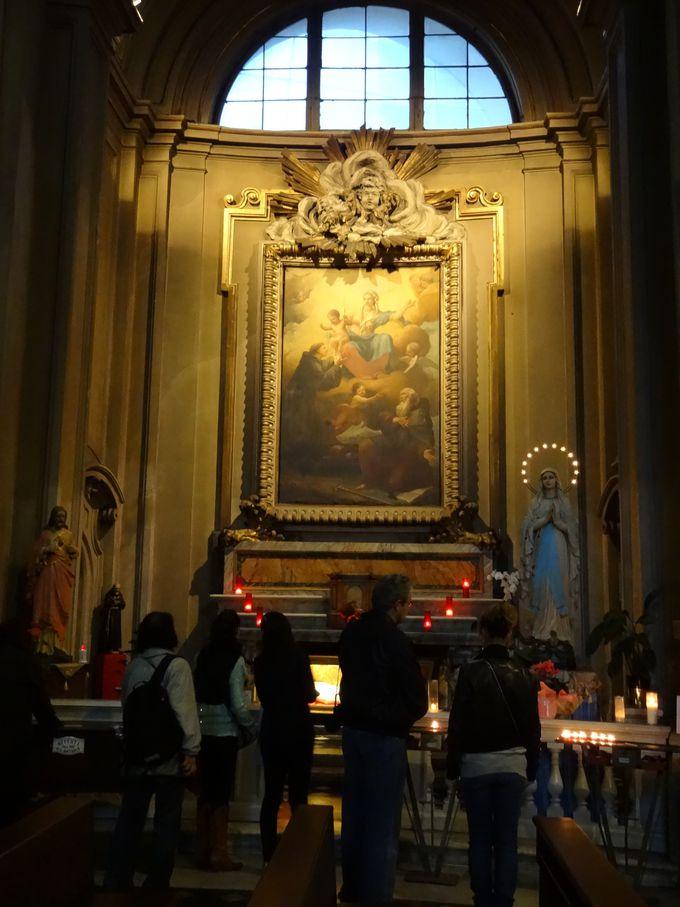 一見そっくり、実は…?ポポロ広場のシンボルの一つ、双子教会