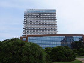 明石海峡大橋の眺望が楽しめる「シーサイドホテル舞子ビラ神戸」で、のんびりと