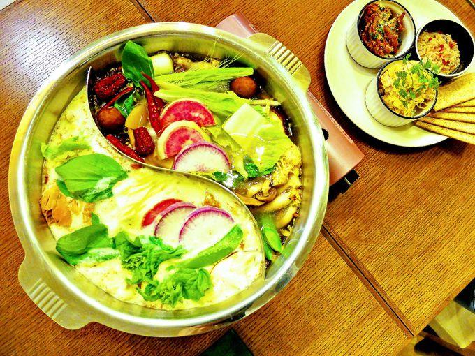 看板メニューは美に効く鍋料理