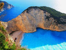 あのジブリ作品の舞台!ギリシャの秘境、ザキントス島シップレックビーチへ