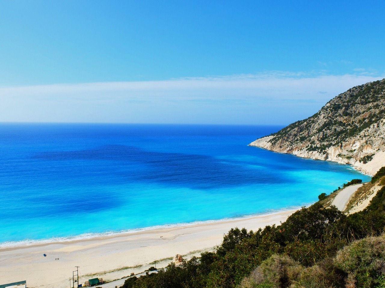 粗削りの自然、牧歌的な風景、そして海の青さに定評があるケファロニア島