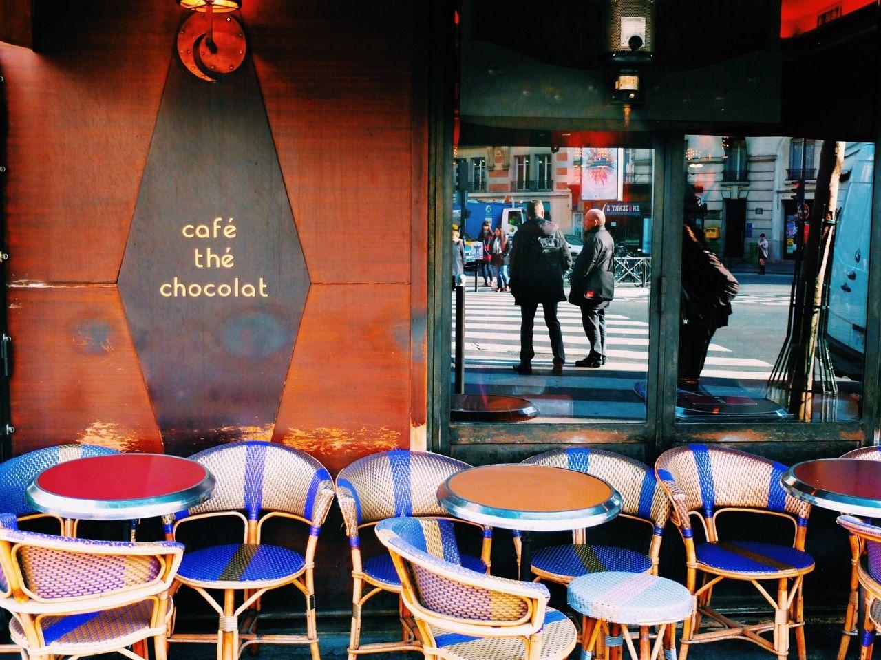 12.パリのカフェ(パリ)
