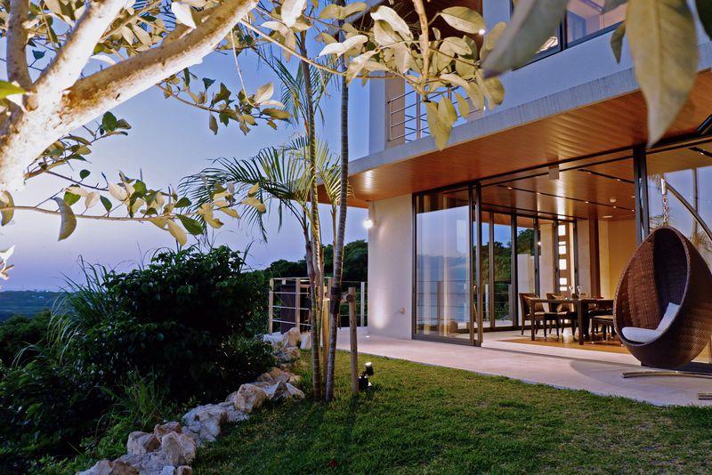 全てが叶う理想の隠れ家ひとり占め!沖縄「ルカナモトブ」はバトラー付洋風旅館!?