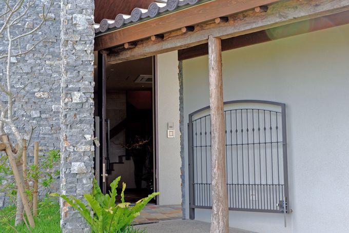 自然、和、沖縄を感じるインテリアが非日常を演出