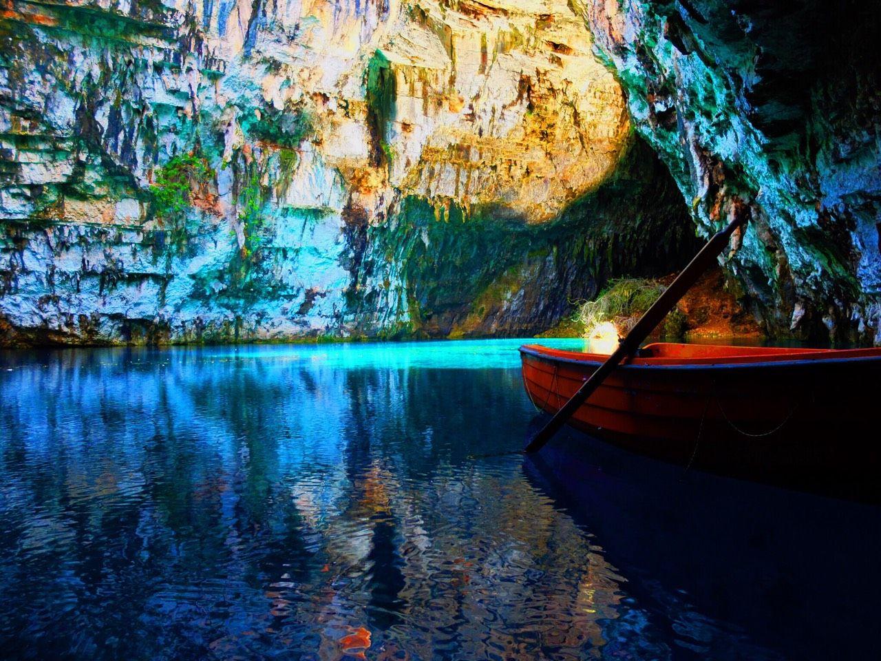 数千年前の驚異の地底湖「メリッサニ洞窟」