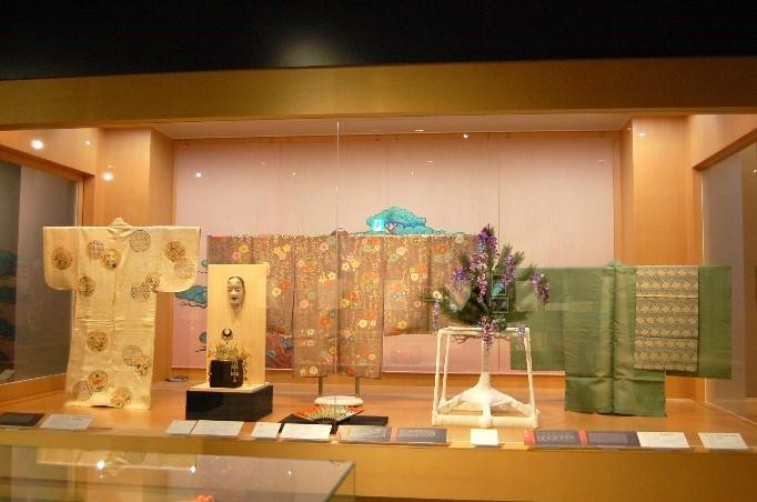 伝統芸能を体感できる「金沢能楽美術館」
