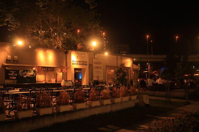 雰囲気の良いレストランやビアガーデンも!