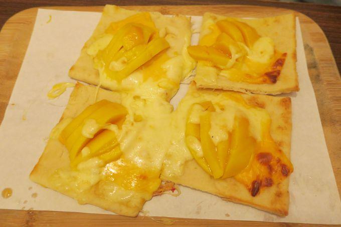 ピザにマンゴー!?ホットメニューもあります