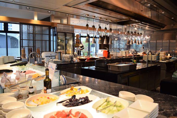 「シェフズ ライブ キッチン」でブッフェスタイルの朝食を