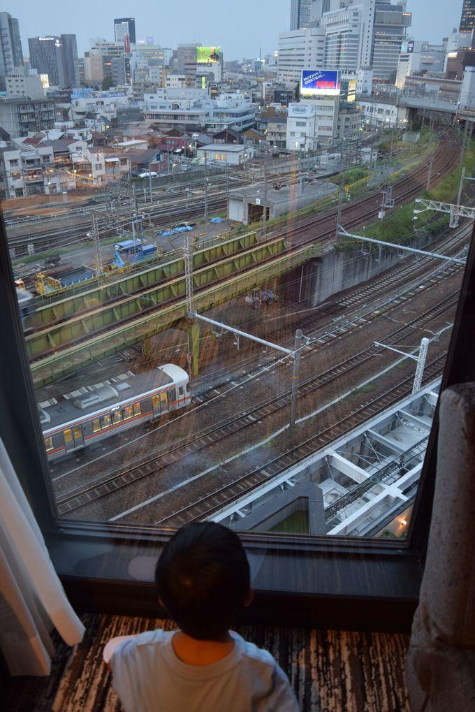 子鉄ちゃん大喜び!電車が目の前のトレインビュールーム