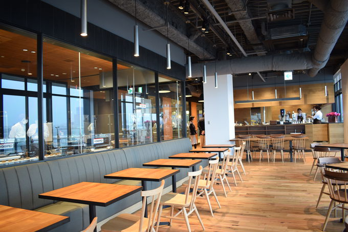 横浜ハンマーヘッドの鎌倉紅谷カフェ
