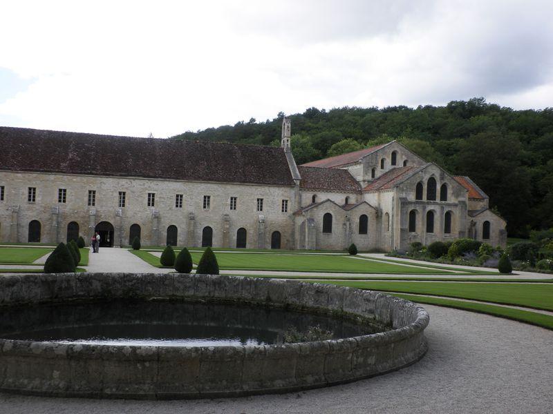 アクセス良好!フランス・世界遺産「フォントネー修道院」は個人旅行にお勧め!