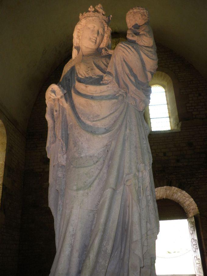 13世紀の彫刻《フォントネーの聖母》
