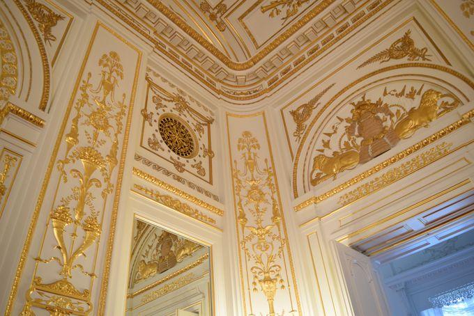 金・赤・白の華麗な小部屋「彩鸞の間」