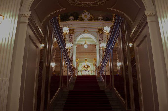 迎賓館赤坂離宮の顔「前庭」と「玄関ホール」