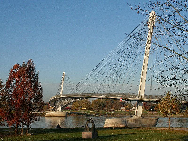 「ミムラムの歩道橋」はヨーロッパ平和の象徴