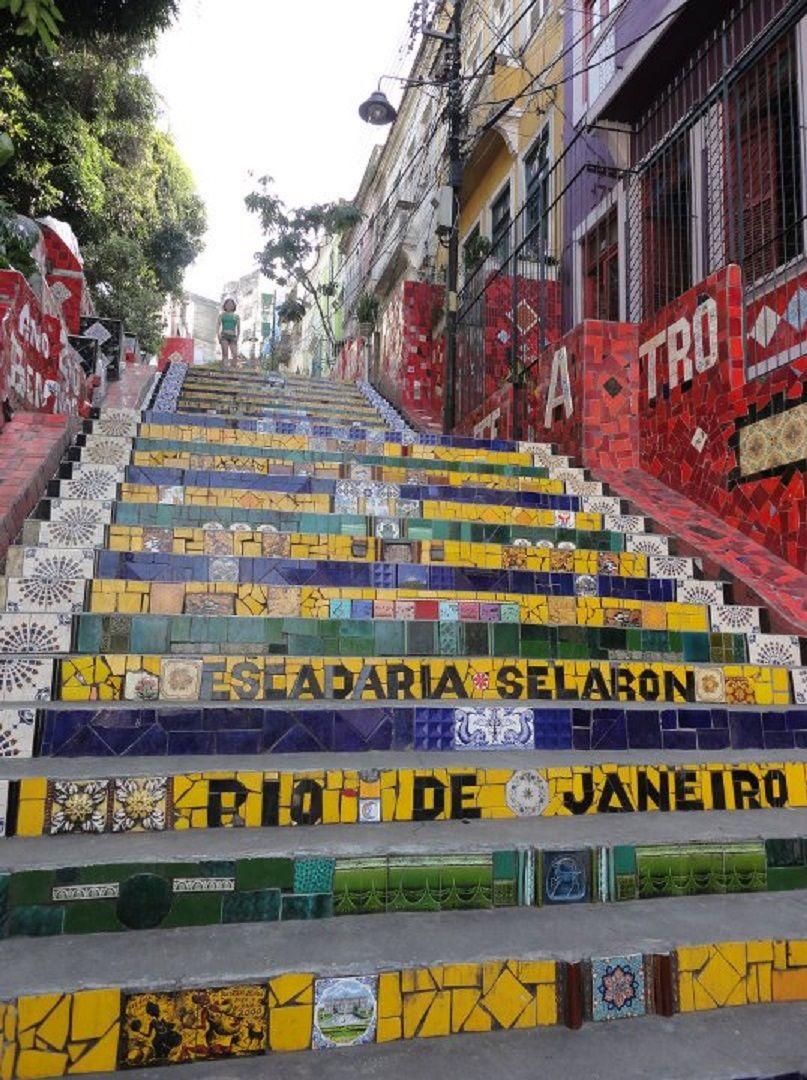 階段に敷き詰められたタイルは圧巻!「セラロン階段」