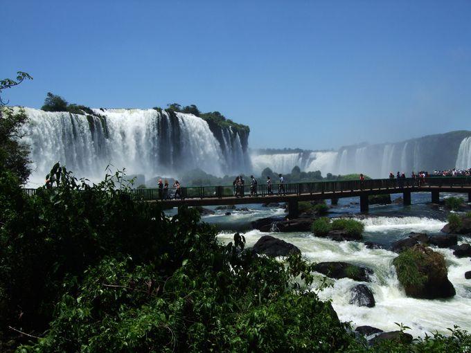 1. イグアスの滝「悪魔の喉笛」