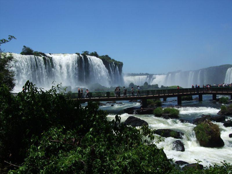 イグアスの滝と周辺のおすすめ観光スポット7選 鳥公園にダムも!