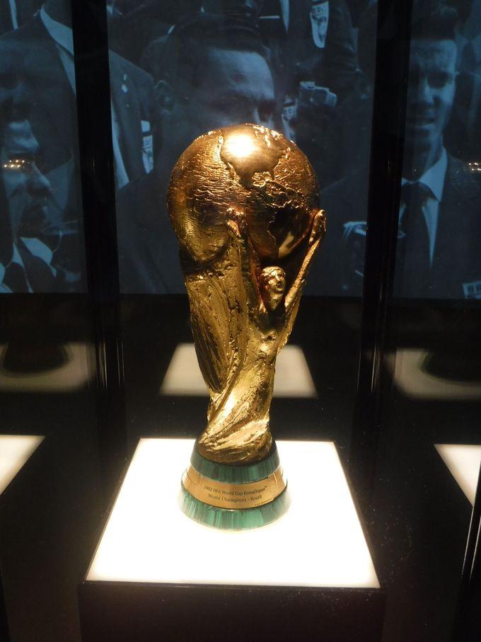 ワールドカップの優勝トロフィーが目の前に!