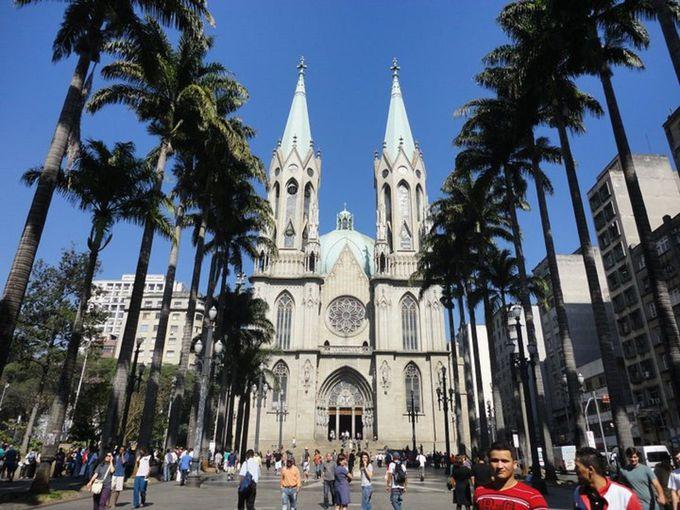 街の中心にそびえるカテドラル「セー教会」