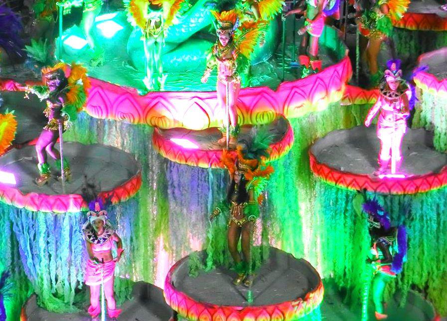 3.ブラジル「リオデジャネイロのカーニバル」