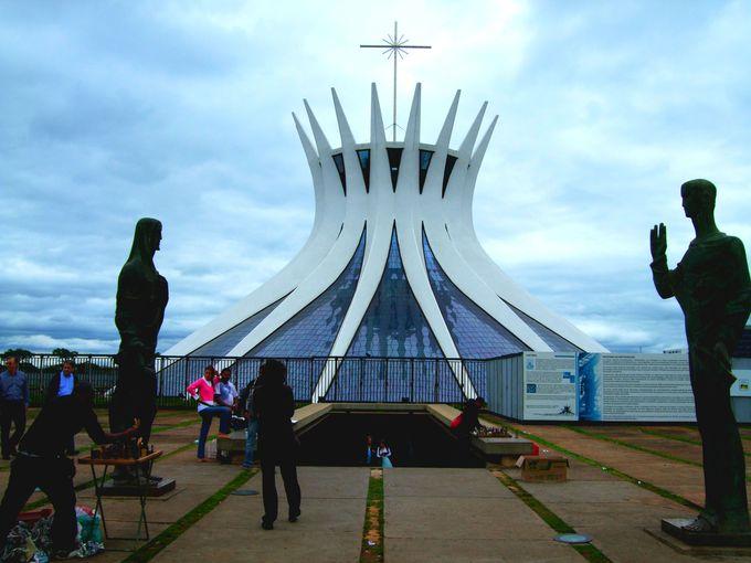 これは本当に教会?ブラジリアカテドラルが絶景!