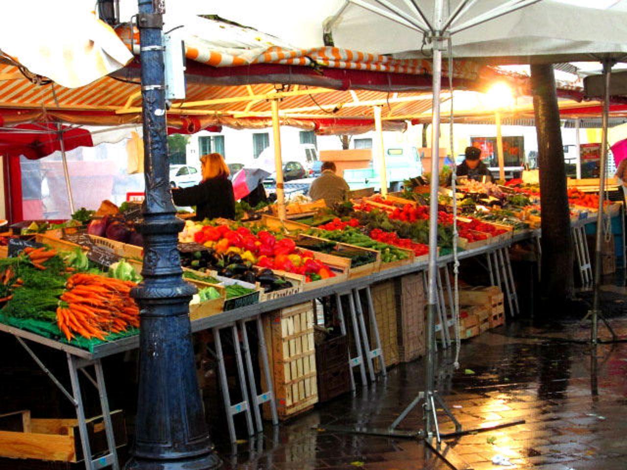 地元民にも愛される「ニースの台所」サレヤ市場