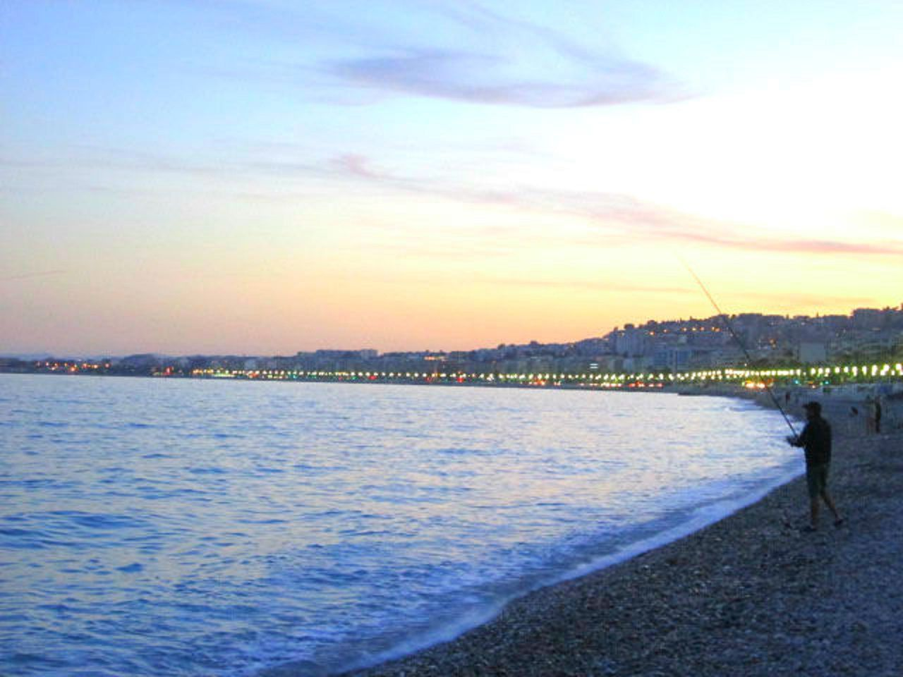 地中海と夕日の贅沢コラボを満喫しよう!