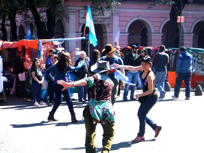 「マタデーロ日曜市」でガウチョの文化に触れよう!
