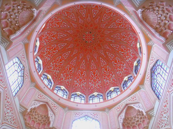 女性にも大人気?ピンク色のかわいいモスク