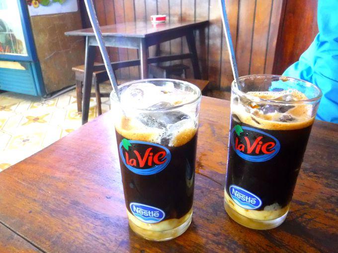 2日目午前:朝はベトナムコーヒーでスタート&ホアンキエム湖散策