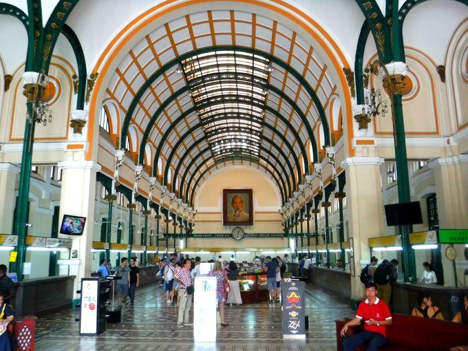 2日目昼:サイゴン大聖堂と中央郵便局を見学しよう!