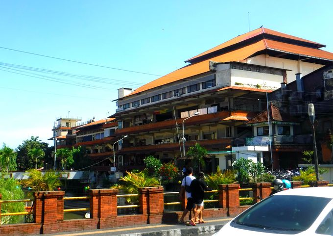 バリ島・デンパサールの巨大マーケット「クンバサリ市場」