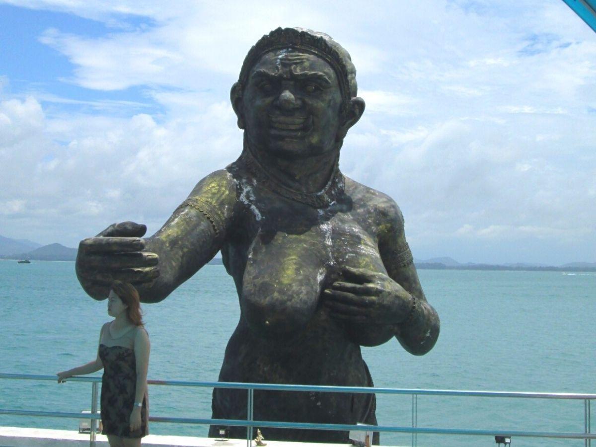 サメット島に着いたらまずはビーチでのんびりと
