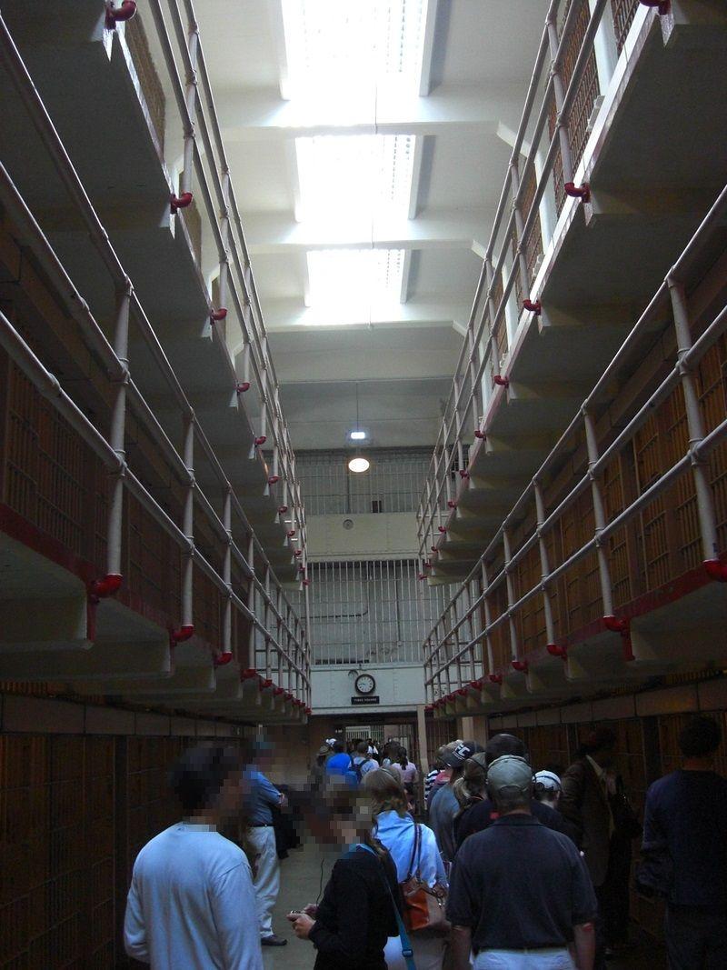 重厚な監獄に思わず見とれる