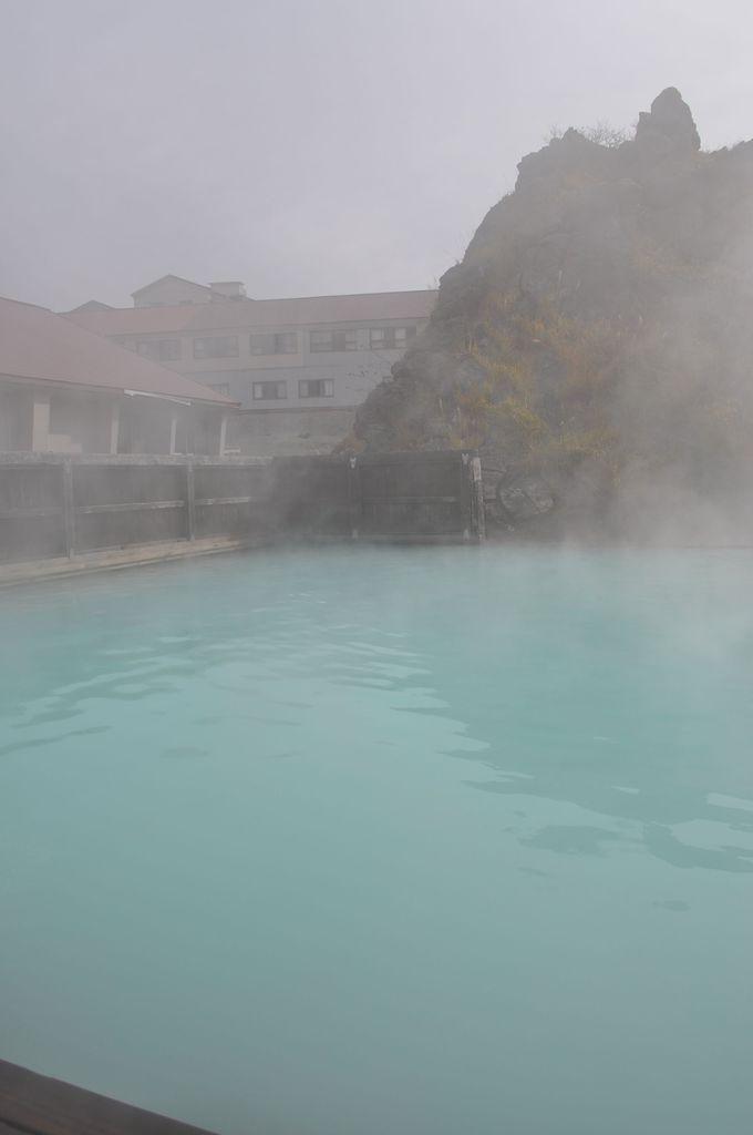 須川高原温泉の名物露天「千人風呂」