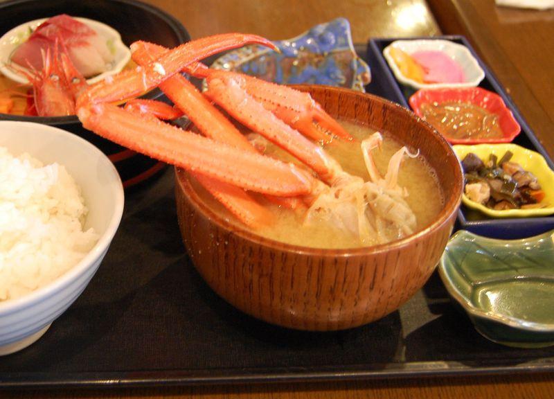 カニにノドグロ、ハタハタも!新潟「道の駅マリンドリーム能生」は海産物の宝庫