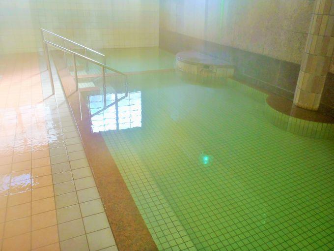 """共同浴場""""鶴の湯""""へ"""