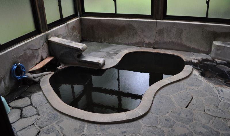 ひょうたん風呂にプール風呂!宮城・東鳴子「高友旅館」が面白い