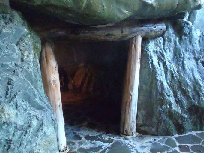 洞窟風呂で幻想を